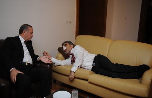 19 Nisan 2010'da ise Enerji ve Tabii Kaynaklar Bakanı Taner Yıldız yumruklu saldırıya uğramıştı